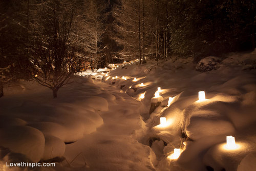 10399-Candles-In-The-Snow